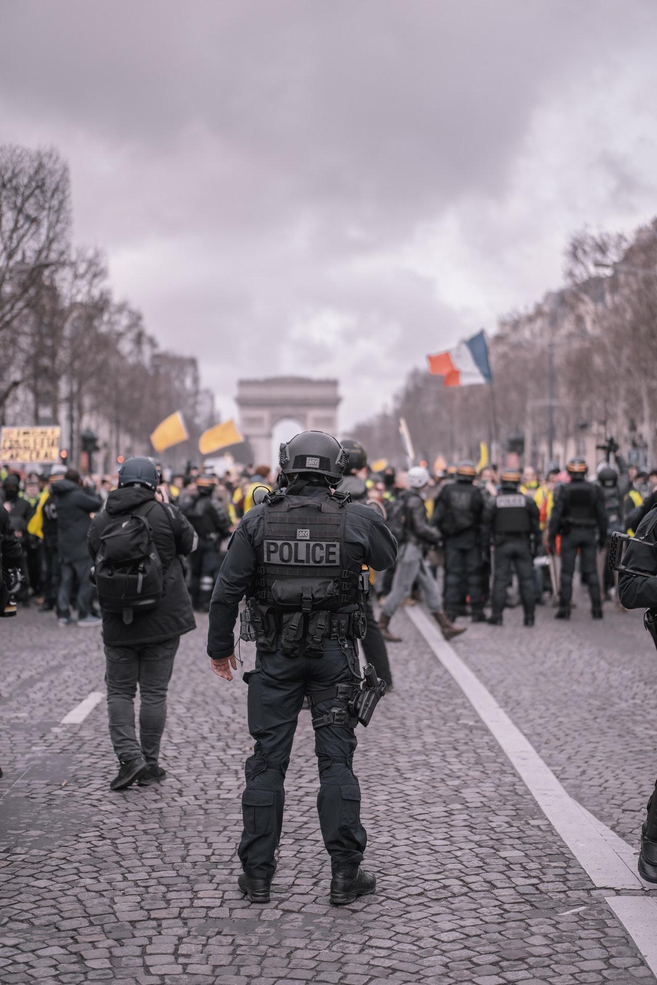 Loi de sécurité globale sous le joug de la Commission Européenne